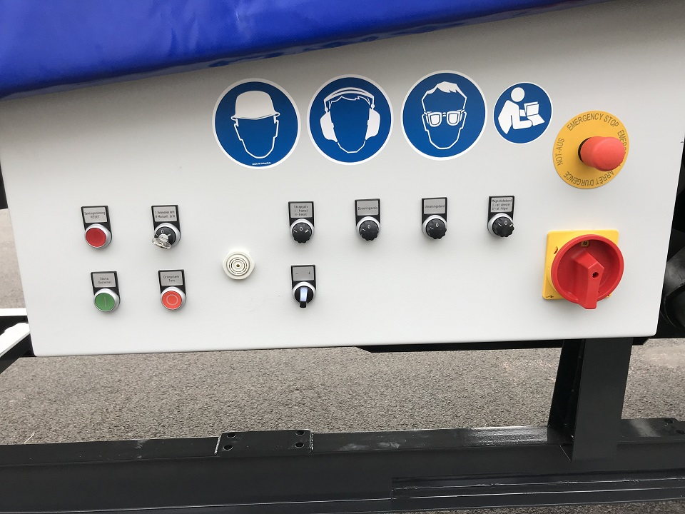 Simple but effective user interface; also with optional cable connector as control link to downstream machines