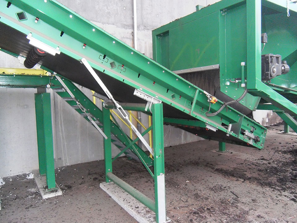 TAKER TL-12 – separation of compost  with transfer to conveyor