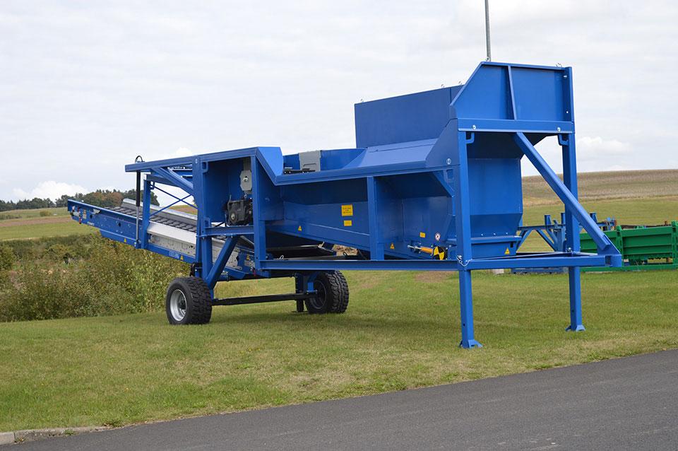 TAKER TL-12 - mobile yard unit with discharge conveyor / top loader barrier / overbelt magnet